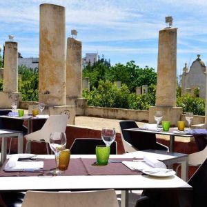 Pousada Palácio de Estói buiten lunchen