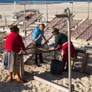 Nazaré vrouwen op het strand
